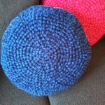gehaakt kussens blauw met grijze rand