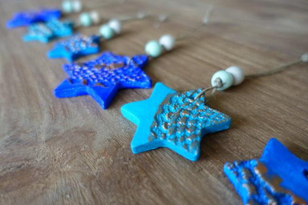 Kersthanger ster van klei - blauw